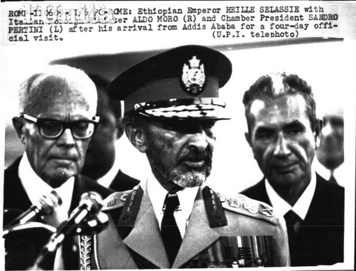 ROME -11/02/1970 - Rome: Ethiopian Emperor HAILE SELASSIE with Italian Forign Minister ALDO MORO (R) and Chamber President SANDRO PERTINI (L) after his arrival from Addis Ababa for a four-day official visit