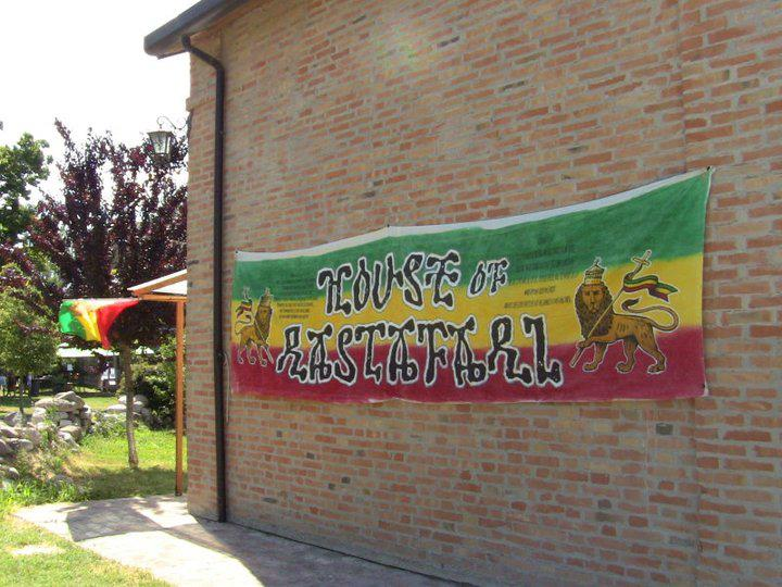 2011_06_House_of_Rastafari_Zion_Station_0001